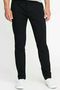 Pantalon chino regular. Gabardina elastizada.. -