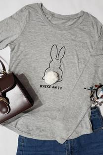 remera viscosa con pompom estampado conejo -