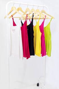 Blusa tirita con accesorio en escote - MILA  -