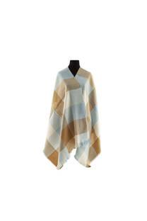 Modelo #20 Mantón suela-celeste de acrílico frizado desflecado.  Medidas: 75 cm x 200 cm -