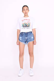SHORT RIGIDO CON ROTURA NEVADO Y RUEDO DESFLECADO -