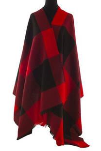 Modelo # 2 Mantón Rojo-negro de acrílico frizado desflecado.  Medidas: 75 cm x 200 cm -