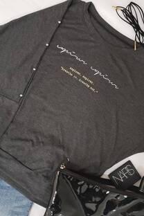 remera camiseta viscosa con tachado al manga y estampado aspirer -