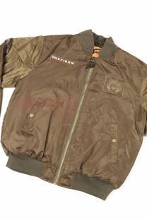 "<a href=""/productosimple/08/chaqueta"">Chaqueta</a> -"