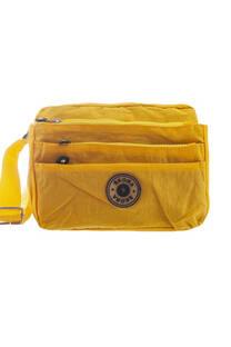 Bandolera reforzada impermeable con bolsillo trasero, interno y triple bolsillo frontal con cierre. Tira regulable.  Medidas: 20 cm x 25 cm -