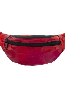 Riñonera charol con doble bolsillo con cierre y tira regulable con broche.  Medidas: 30 cm x 12 cm -