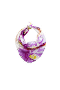Pañuelo cuadrado de seda con diseño de colores. -