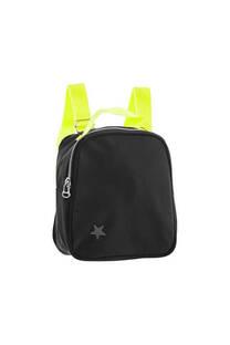 Mini mochila satinada con tacha de estrella y tiras regulables lisas.  Medidas: 20 cm x 20 cm -