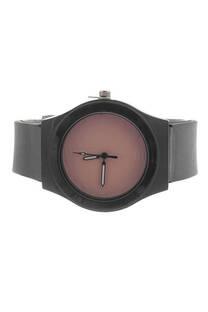Reloj con malla de silicona. -