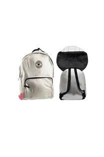 Mochila escolar para niños de nylon metalizada con capucha. Posee bolsillo frontal y laterales. -