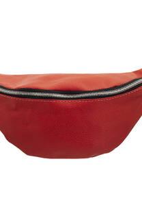 Maxi riñonera de cuero ecológico con tira regulable con broche.  Medidas: 35 cm x 15 cm -