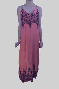 Vestido bordado monocromático