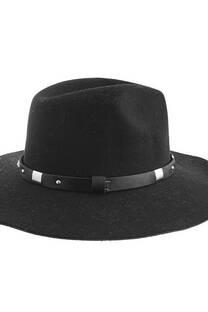 Sombrero de paño con cinto de tachas -