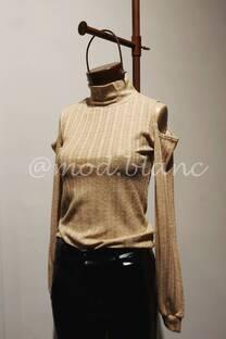 Polera Sweater Hombro Abierto -