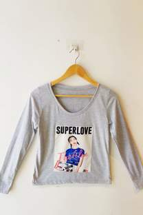 REMERA MANGA LARGA SUPERLOVE -