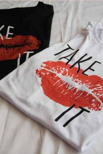 Remera Take It Beso -